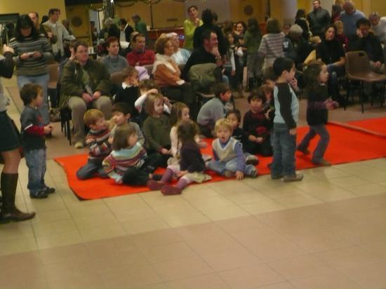 assemblée attentive pendant le film